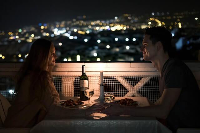 Flirtversuche erkennen und richtig deuten