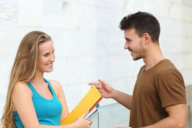 Die richtige Körpersprache auf dem Weg zum Erfolg beim flirten